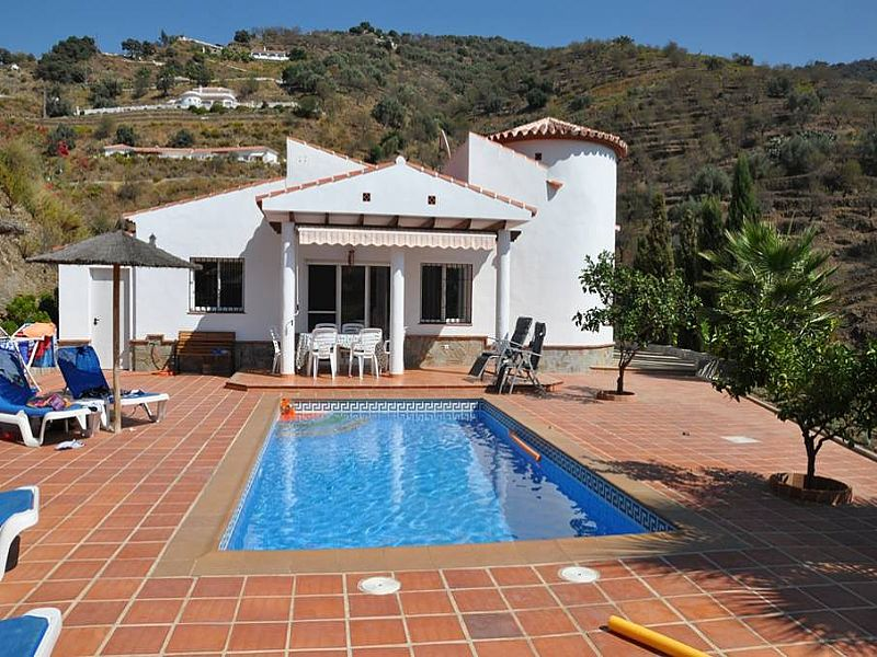 Villa to rent in arenas spain with private pool 62321 for Villa malaga piscine