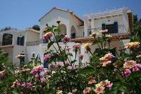 Villa in Greece, Lefkas Island: Villa Marina with veranda and flowers