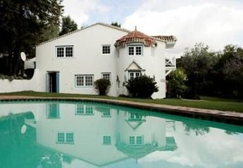 Villa in Portugal, Sintra: A view from garden