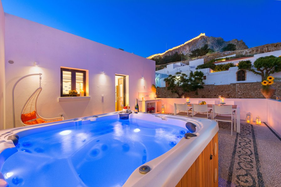 romantic get away in Lindos under the Acropolis with Jacuzzi