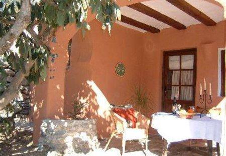 Cottage in Órgiva, Spain: Sunny patio area