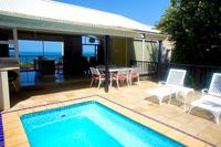 Villa in South Africa, Ballito: Terrace & Pool & View out to Indian Ocean.