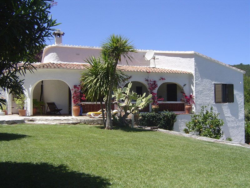 Villa in Spain, Oliva: View to house and main terrace