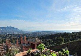 Luxury Marbella 2-BD apt with panoramic sea views