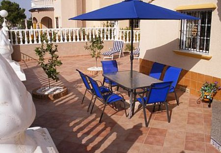Villa in La Cuerda y Lomas de Cabo Roig, Spain: Front outside patio area