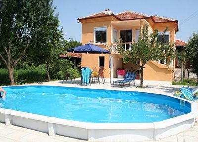 House in Bulgaria, Yambol: relax by the pool
