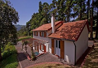 Cottage in Portugal, Santo da Serra: The Cottage at Quinta das Colmeias
