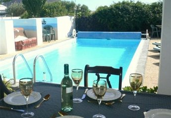 Villa in Spain, Tahiche: Chilled wine & Lunch, Overlooking the Pool.