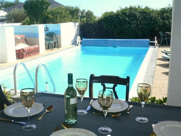 Villa in Spain, Tahiche: Cool wine & Lunch, Overlooking the Pool