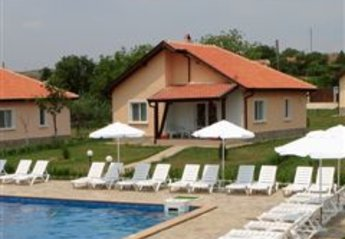 Villa in Bulgaria, Bryastovetz: house and pool