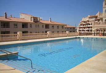 Apartment in Spain, Almerimar: Large swimming pool in full sun