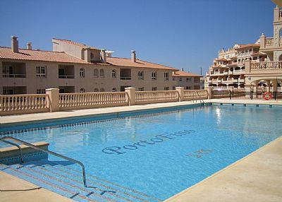 Apartment in Spain, Almerimar: Large swimming pool in full sun