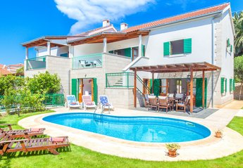 4 bedroom Villa for rent in Hvar