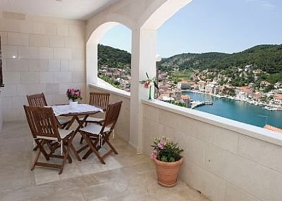 Apartment in Croatia, Pučišća: Balcony with sea view