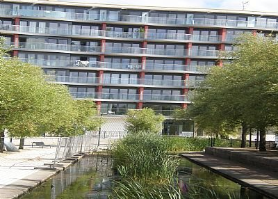 Owners abroad NEW, 2 bed luxury flat, in front of Tube Station!