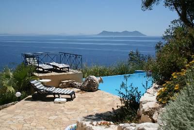 Villa in Greece, Lefkas Island: terrace pool seaview