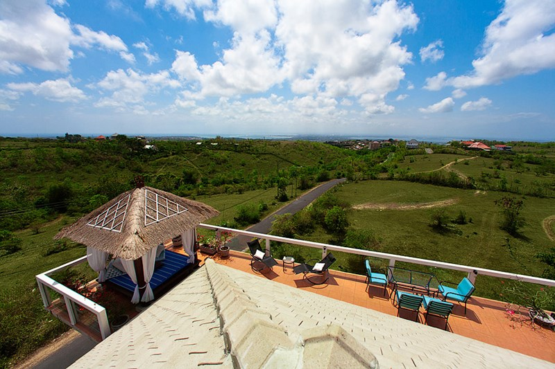 Villa in Indonesia, Jimbaran: Enjoy the views from the roof-top Sky Lounge terrace of the Sky House.