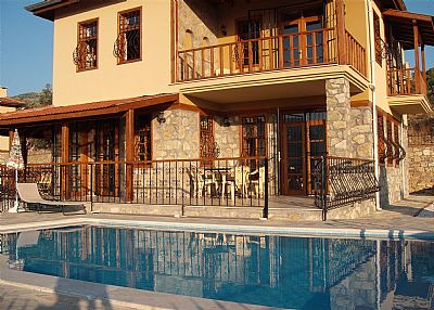 Villa in Turkey, Antalya - Mediterranean Coast: The Villa from across the pool