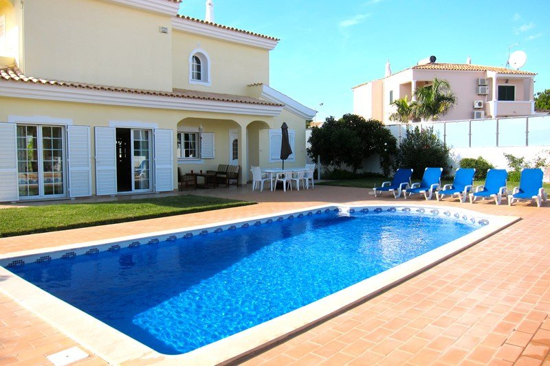 Villa in Portugal, Olhos de Água: Pool area with loungers and dinner table