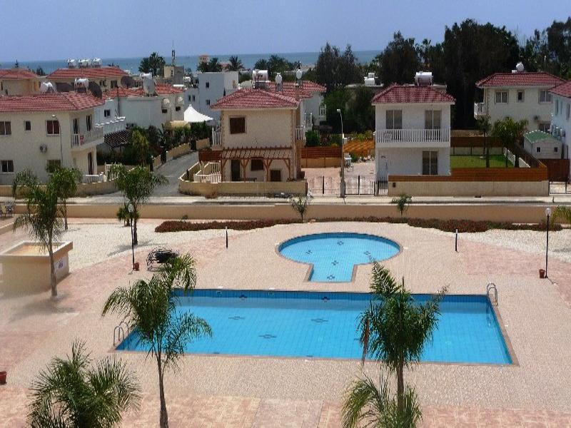 Apartment in Cyprus, Nissi Beach: sea and pool view