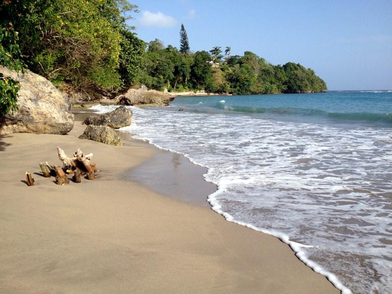 Villa in Jamaica, Boscobel St Mary: Walk to the local private beach in under 5 minutes