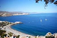Apartment in Spain, La Herradura: Enjoy beach and water activities on the beach below apartment.