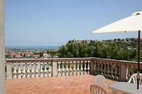 Villa in Italy, Pescara: Dine on the terrace with wonderful views of the Adriatic Coast and Abruzz..