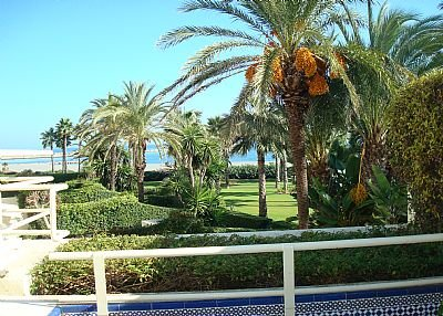 Apartment in Spain, Puerto Sotogrande: View to the beach from the apartment