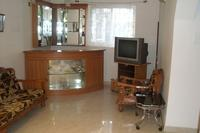 House in India, Benaulim: TV and bar area