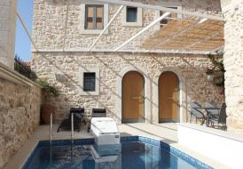 Fantastically restored 18nth century stone villa. Ideal location.