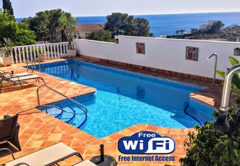 Villa in Spain, El Mojón: the beautiful very secluded pool with jacuzzi. stunning sea views