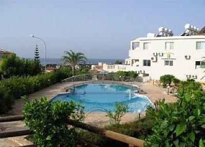 Owners abroad 2 bed Townhouse near Coral bay Paphos