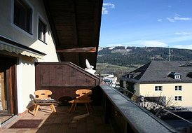 Traditional Style Apartment near Lifts.  Sleeps 4