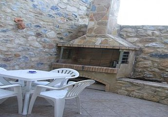Village House in Greece, Pigi: courtyard garden