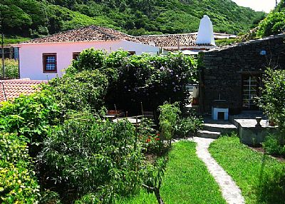 Cottage in Portugal, Flores Island: O Palheiro