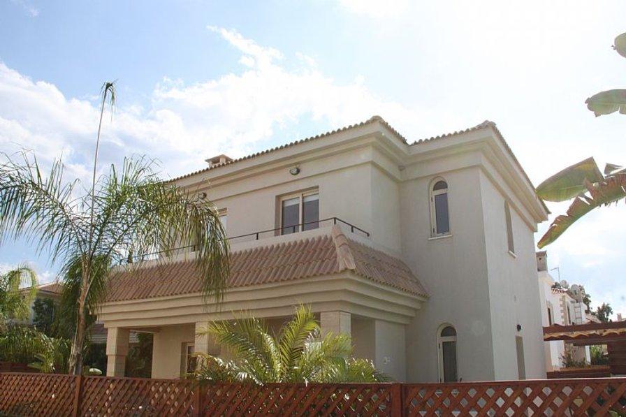 Villa in Cyprus, Kapparis: Front Of Villa