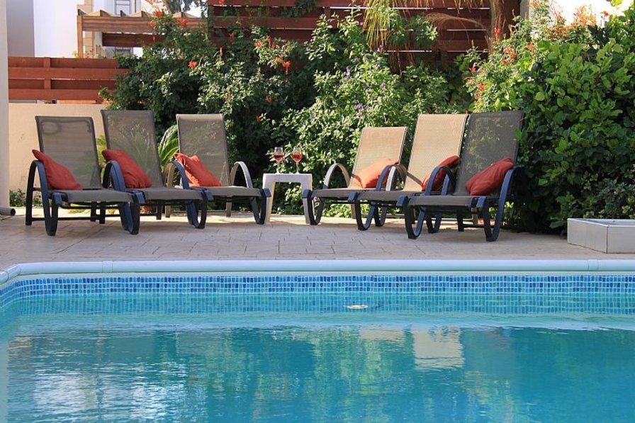 Villa in Cyprus, Kapparis: Poolside Sun Loungers