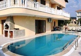 Villa in Kuşadası, Turkey: Pool and BBQ