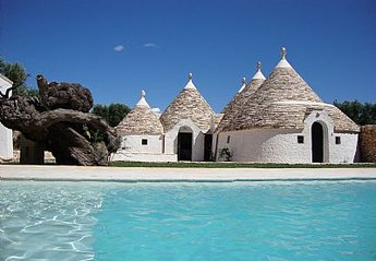 Country House in Italy, Monopoli: A cluster of 6 ancient trulli with pool