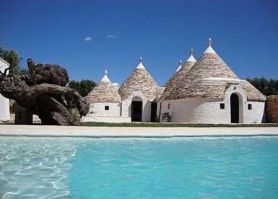 Country house in Italy, L'Assunta: A cluster of 6 ancient trulli with pool