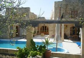 Imgarr Farmhouse with Outdoor Pool - Minutes away from St Julians