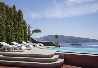 Villa in Greece, Oia: The villa offers a heavenly sea view retreat for luxurious holidays.