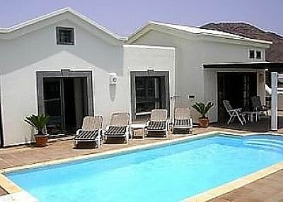 Villa in Spain, Playa Blanca: Villa has large pool and comfortable loungers