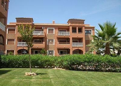 Apartment in Spain, Canal Norte: apartment block