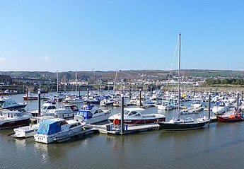 Cottage in United Kingdom, Dyfed: Burry Port Harbour