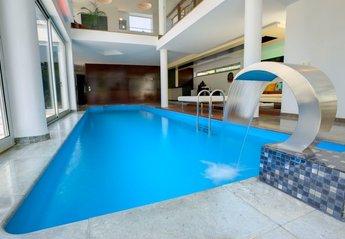 Villa in Portugal, Beloura: Indoor/Outdoor Pool
