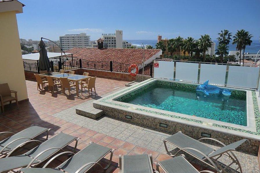 Villa in Spain, San Eugenio Alto: Gorgeous pool with sea views