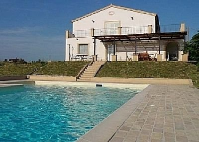Farm house in Italy, Acciano: Swimming Pool and House