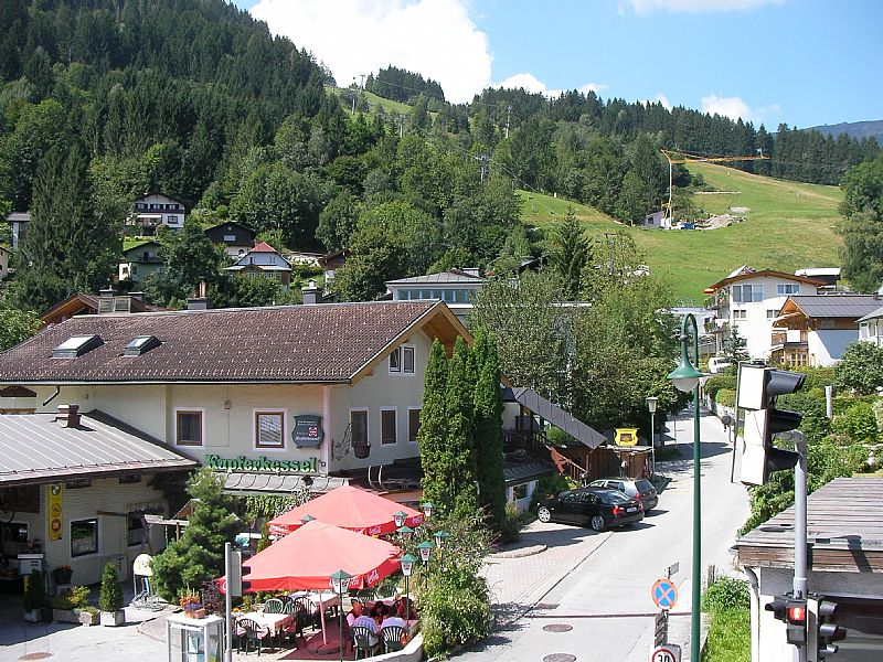 Apartment in Austria, Zell am see: View from balcony to ski lift