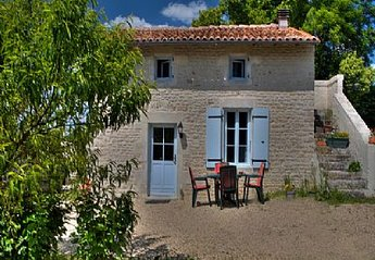 Cottage in France, Essouvert: Sunflower Cottage
